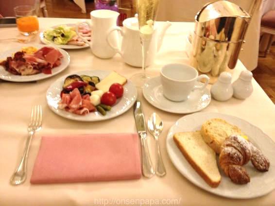 イタリア 新婚旅行 朝食  3927