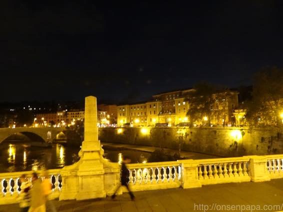 ローマ バス 夜 DSC02795 1024