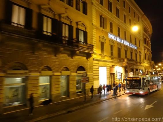 ローマ バス 夜 DSC02782 1024