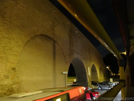 ローマ バス 夜 DSC02813 1024