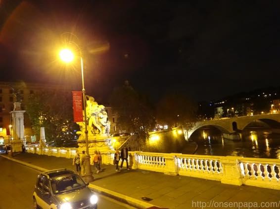 ローマ バス 夜 DSC02796 1024
