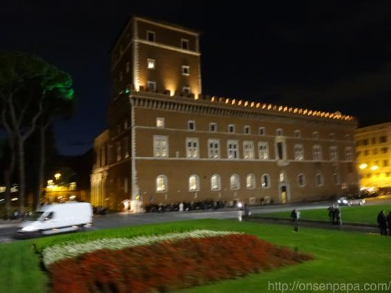 ローマ バス 夜 DSC02775 1024